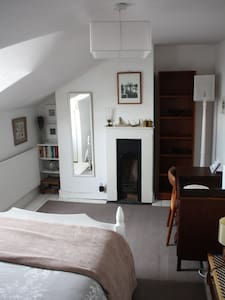 Small double room in Victorian house - Cheltenham - Casa