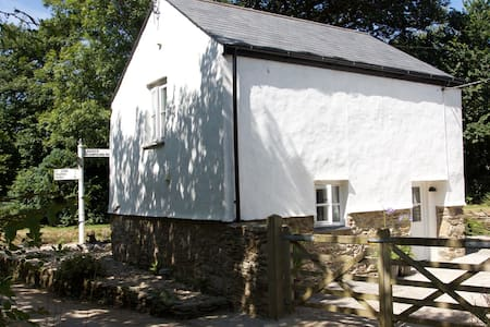 NEW for 2016.  Luxury cottage in central Cornwall. - House