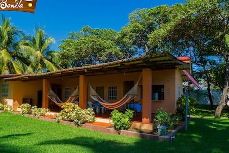 Villa Bonita El Salvador, Casa de Playa Costa Azul - Sonsonate - Huis