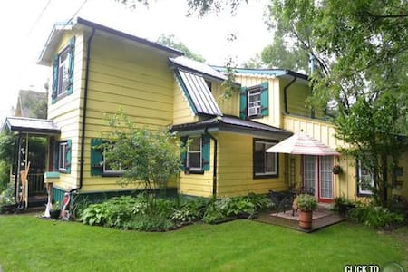 Grimsby Beach Bed & Breakfast Lawren  Harris Suite - Szoba reggelivel