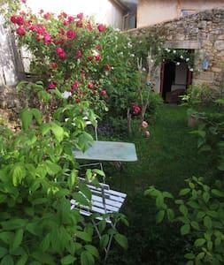 Chambre (s) à Langon tout près des grands Châteaux - House