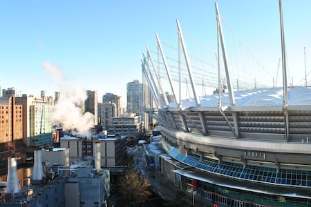 Beautiful View + FREE Parking + Close to Transit - Vancouver - Appartement