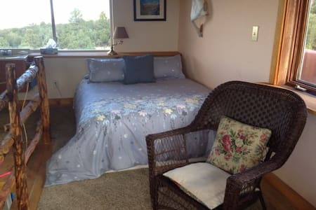 SKY ROOM & Deck with Panoramic View - Crestone - Bed & Breakfast