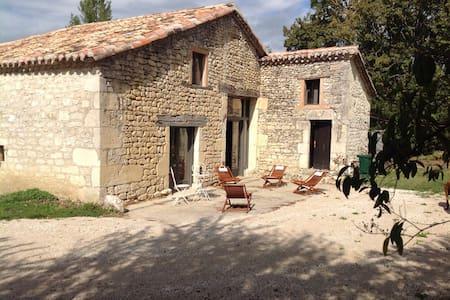 Maison de caractère 3 ch. dans parc - Castelnau-Montratier