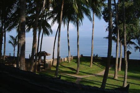 Hideaway: coconut grove by the sea - Buleleng Regency - Talo