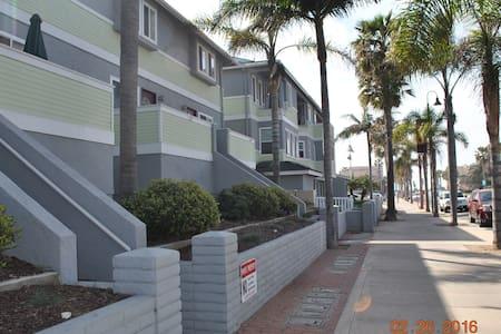 SD Imperial Beach Condo-Half a block to the Beach! - Társasház