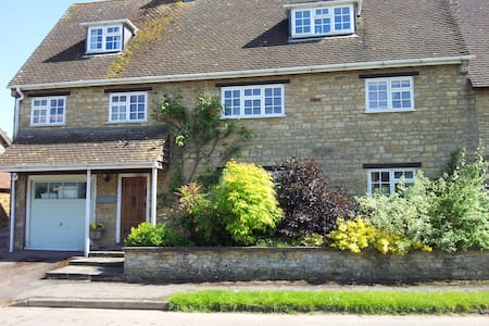 Stone House Bed & Breakfast.  Twin / double room - Sulgrave