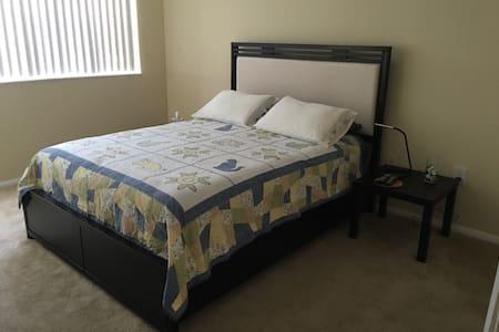 Nice North Lauderdale Room! - North Lauderdale - Condominium
