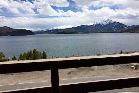 Dillon lakefront condo-Hot Tub, Pool & GREAT View! - Társasház
