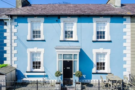 Georgian seaside house, sleeps 8 - New Quay - Casa