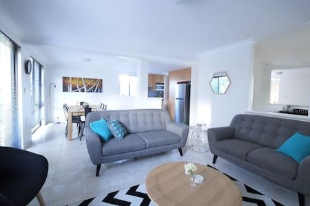 Maylands Townhouse! Just 5km to CBD - Maylands