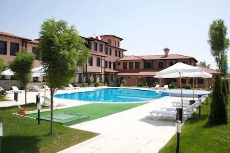 Hotel Domaine Peshtera, Pool, SPA - Peshtera - Bed & Breakfast