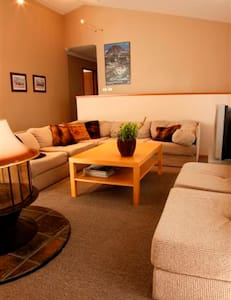 The LAKE Room - THREE WAY INN. A 4 room B & B - Jindabyne - Bed & Breakfast