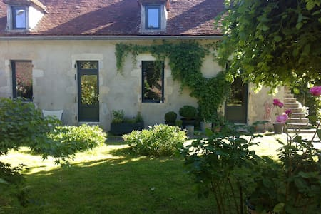 Maison de charme avec jardin dans hameau au calme - Casa