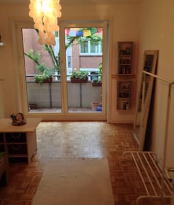 Schönes Privatzimmer mit Balkon - Wedel - Pis