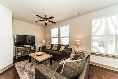 Herndon Luxury 2BR/2BA WiFi/Parking - Herndon - Daire