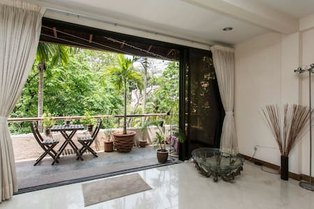 Single in relaxing tropical jungle setting. - Apartment