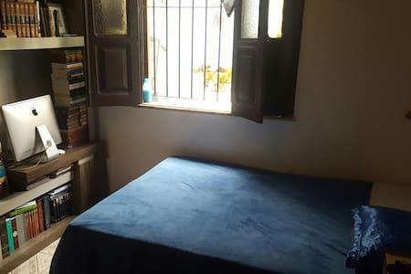 Confortável quarto na Batista Campos banheiro-priv - Belém - House