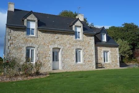 Maison bretonne en pierre, calme, sans vis à vis - Bannalec - Huis