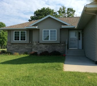 Clean, Quiet &  Entire House - Mankato - Maison