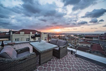 Stunning Apartment by Galata Tower8 - Beyoğlu - Apartment