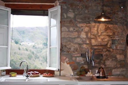 Autentisk hus i bjergby Toscana - Haus