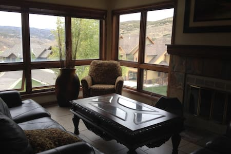 Jeremy Ranch Top Floor Condo overlooks golf course - Park City