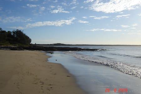 Great beach house close to beaches &bushwalking - Currarong