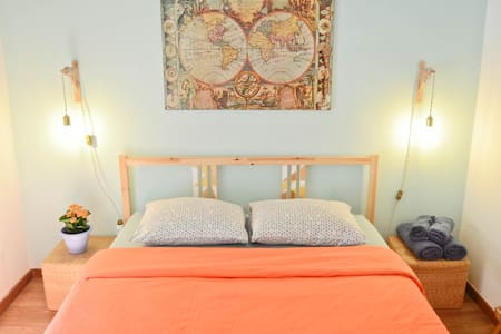 Quirky room with balcony in center of Porto - Lejlighed