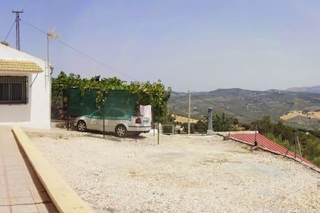 Casa de campo con piscina y vistas - Montefrío