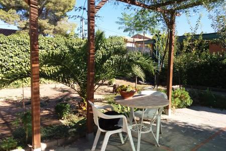 Habitación soleada en zona de montaña, - Pedralba - Apartment