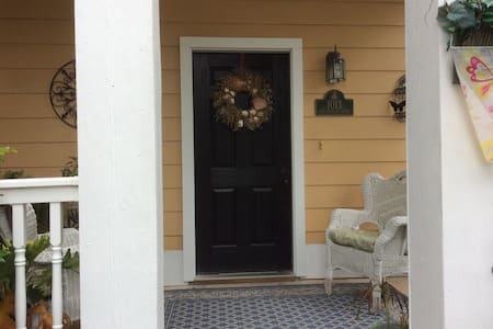 Two Private rooms in beautiful Pool home Available - SAVANNAH  - Hus