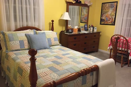 Private room(s) in child-friendly country home - Lexington