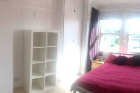 Lovely double room 30 min to centre