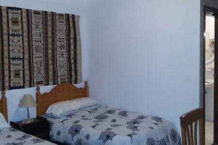 Alojamiento económico - Granada - Casa de hóspedes