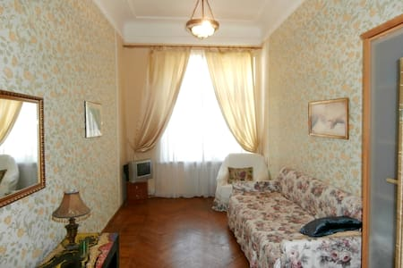 The Com - Διαμέρισμα