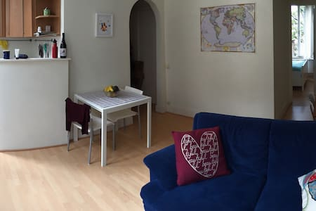 Cozy apartment with balcony in the best location - Ixelles - Lejlighed