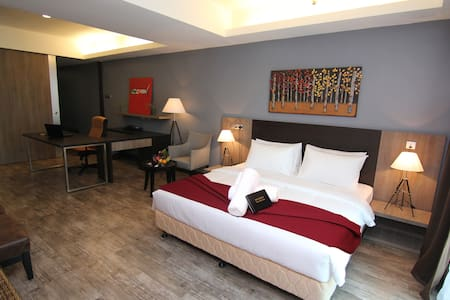 NEW & HUGE 665 SF HOTEL SUITES @ RM 170 only ! - Otros