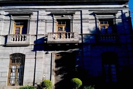 Imponente casa céntrica antigua. - Casa