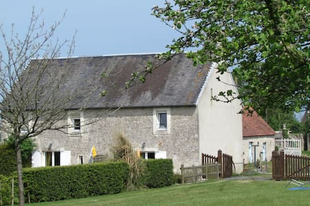 Cottage on farmyard ; Normandy - Hus