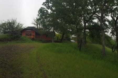 Quiet 10 acres hideaway - Dom
