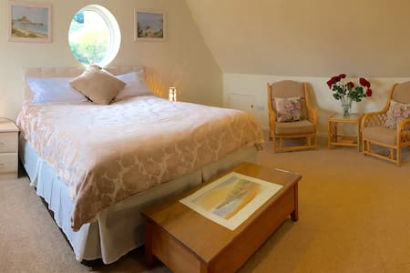 St Brelade's Bay, spacious double room - Rumah