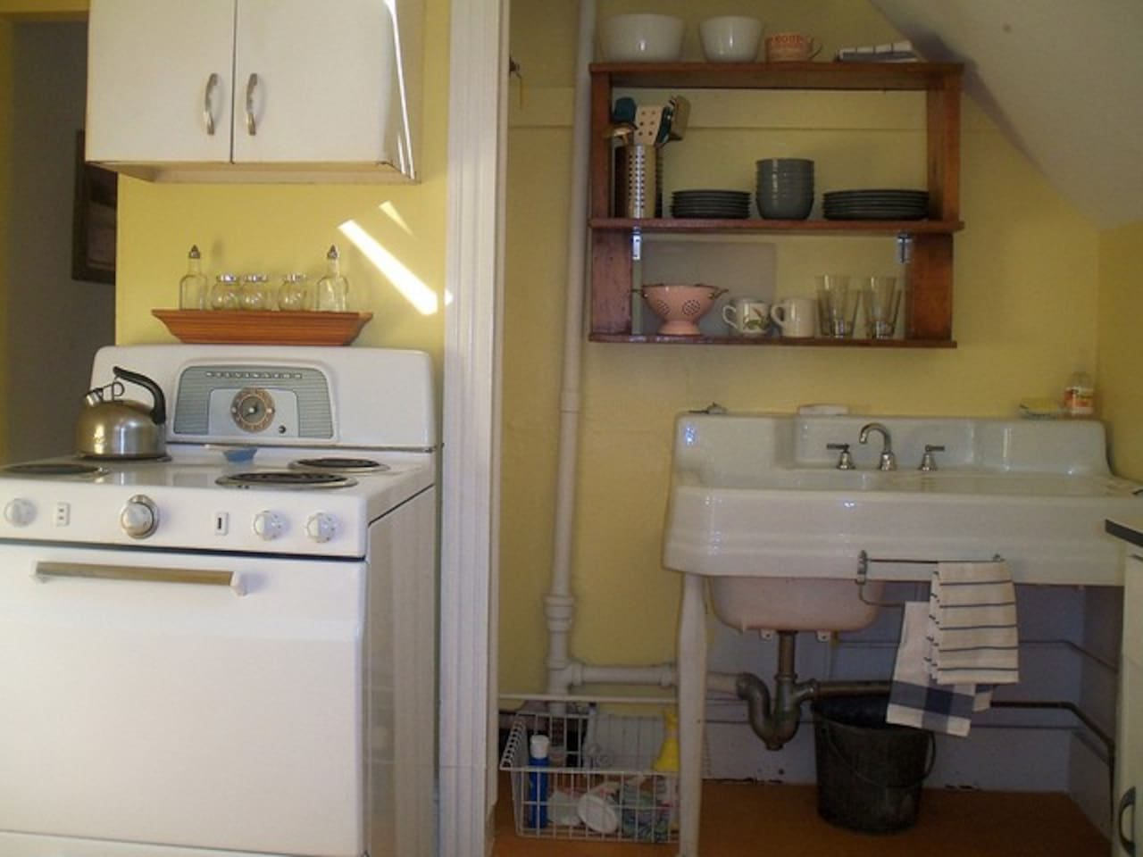 Vintage Kitchen...  A beautiful farmers sink, kitchy Kelvinator range, plus basic cooking and dining accessories