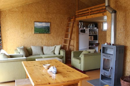 Cozy guesthouse at farm - orange room - Teploklyuchenka - Bungalow