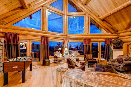 LUXURY 6 BEDROOMS LOG MOUNTAIN HOME NEAR DENVER - Ház