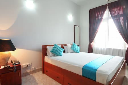 Blue Gum Hotel - Standard Room 1 - Ja-Ela - Bed & Breakfast