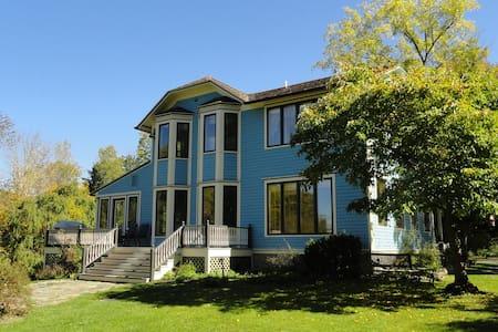 Entire 5 bedroom home in scenic neighborhood - Rumah