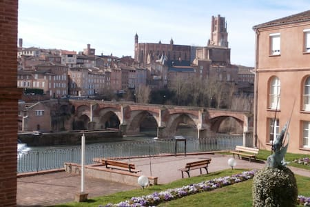 ALBI : APPARTEMENT VUE CATHEDRALE ! - Byt