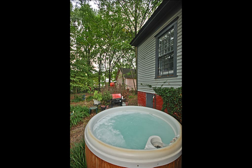 Nice Hot Tub in Private backyard for skinny dipping