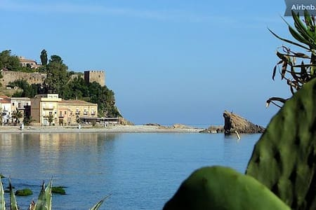 MEETS: sea, sun, culture and flavor - Castel di Tusa